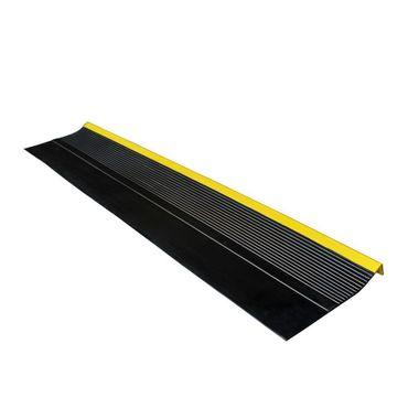 Grada-Estriada-Negra-Amarilla-12-m